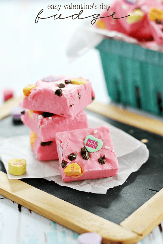 Easy Valentine's Day Fudge | www.somethingswanky.com