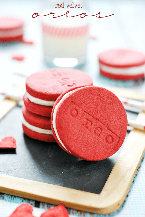 Red Velvet Oreos | www.somethingswanky.com