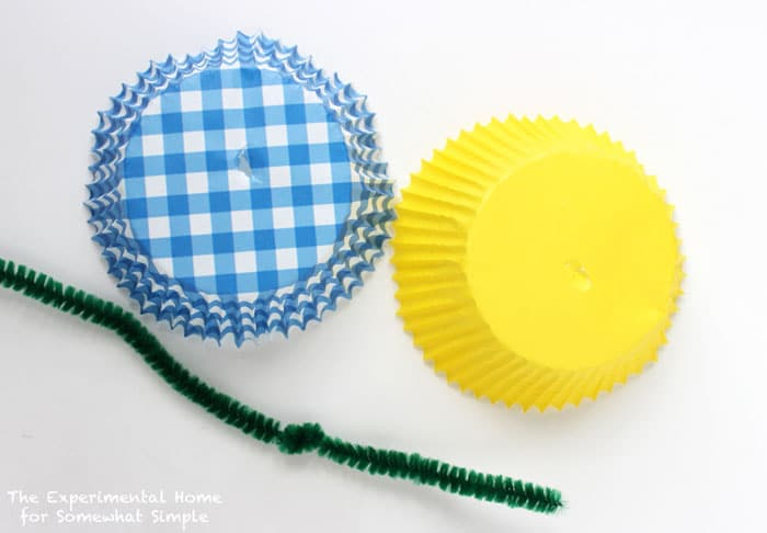 make a baking cup flower