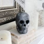 Easy Last Minute Halloween Craft – Skulls!