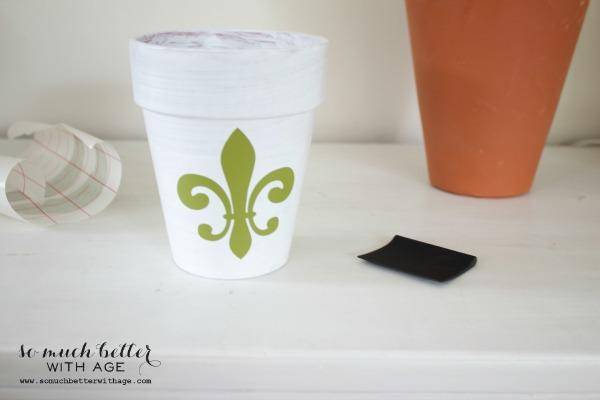 Fleur-de-lis / French glazed plant pots via somuchbetterwithage.com