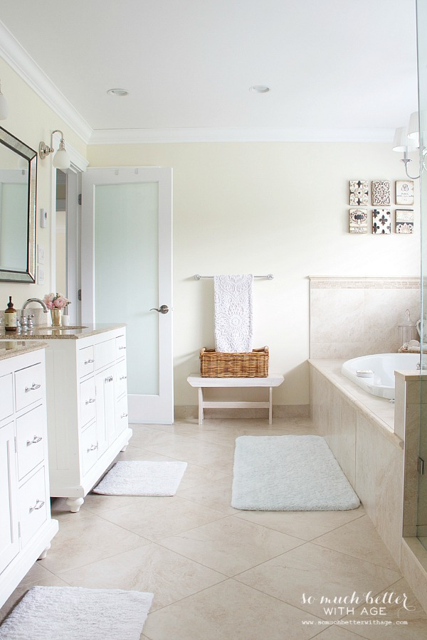 Large neutral master ensuite