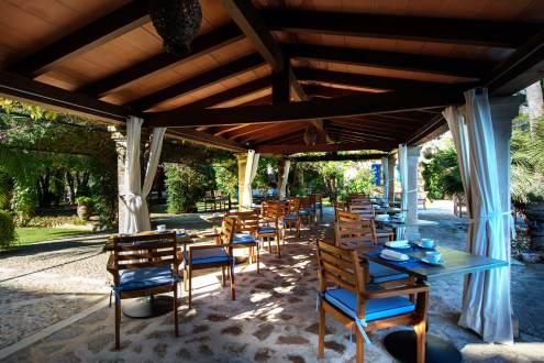 outdoor dining hotel son grec