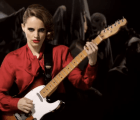 "Anna Calvi presenta el video de ""Suzanne and I"""