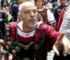 Roma prohíbe comer en la calle