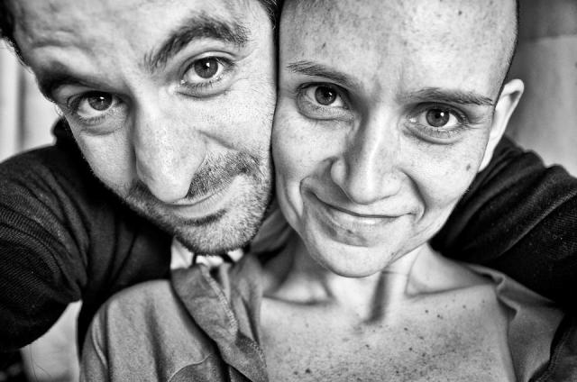 Fotógrafo retrató avance del cáncer de su novia, hasta su