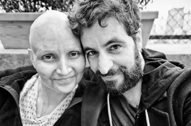 Fotógrafo retrató como avanzó el cáncer de su novia