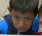 Niño oye por primera vez y rompe en llanto al escuchar a su familia vía Skype