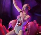 Nalguean a Miley Cyrus con bandera de México y ahora quieren meterla a la cárcel