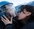 Y en la imagen del día: el beso de la paz