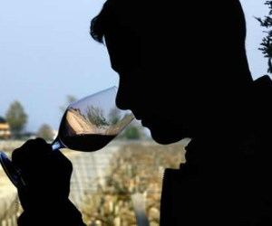 tomando_vino_
