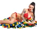 Actriz porno recompensará a quien haga el mejor adorno para su casa con LEGO... ¿saben cómo?