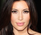 Kim Kardashian se convierte en Bety la fea