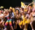 Video: Escenario colapsa durante un evento escolar en California