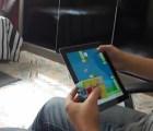 Todo un campeón: resuelve un cubo Rubik y juega Flappy Bird al mismo tiempo