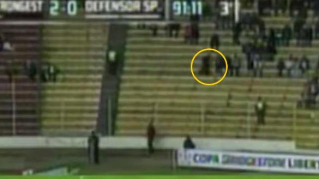 "Video: Aparece ""fantasma"" en estadio de Bolivia"
