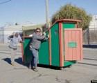 El artista que construye casas para los vagabundos