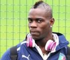 Video: Mario Balotelli demostró sus habilidades... ¿con el burro de planchar?
