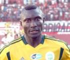 Un futbolista camerunés falleció... luego de una pedrada de su propia afición