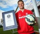 Asmir Begovic entró al Libro de los Récords Guinness por gol de portería a portería