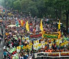Miles marchan en NY contra el cambio climático; manifestaciones en todo el mundo