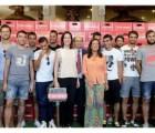 ¡El mejor premio! Por ganar la Europa League, los jugadores del Sevilla recibieron su peso en cerveza