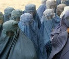 29 absurdas prohibiciones que los talibanes le imponen a sus mujeres