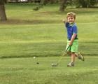 La  motivadora historia del pequeño golfista de tres años