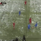 Video: Golpean a entrenador con una bola de nieve y se desmaya