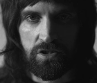 "Accidentes, polvo y motocross en el nuevo video de Kasabian para ""bow"""