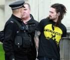 Video: Detienen a corredor por chocar con el primer ministro del Reino Unido