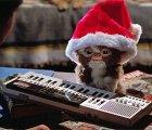 Un bonito suéter navideño para todos los fans de los Gremlins