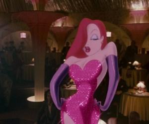 """WTF?!?! Para parecerse a Jessica Rabbit, mujer """"se aplastó"""" las costillas"""