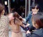 Una pelea del corazón: En plena calle golpeó y desnudó a la amante de su marido