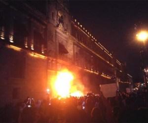 Fuego-Puerta-Palacio-Nacional-2