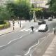 Ouch!!! Le ganó la emoción al cruzar Abbey Road... y la atropellaron