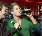 Los hombres sí necesitan salir con sus amigos...según la ciencia