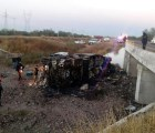 16 muertos en Sonora por choque entre autobús y camión