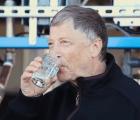 WTF?!?! Bill Gates bebe agua proveniente de heces humanas