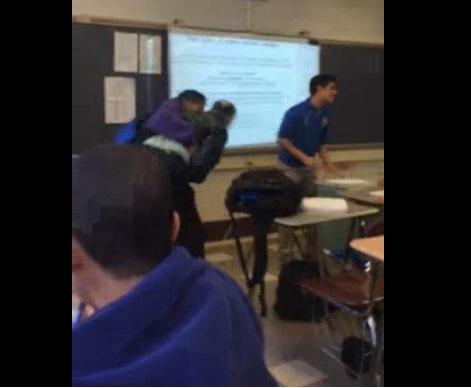 Así reaccionó un alumno cuando el profesor le quitó su celular previo a un examen
