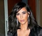 Y sólo porque sí… ¡El escote inmenso de Kim Kardashian!