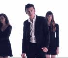 """Alex Turner y muchas mujeres topless en """"Vertigo"""", el nuevo video de Mini Mansions"""