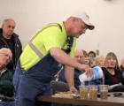 """""""¿Beberían esto?"""" campesino de Nebraska muestra los peligros del fracking"""