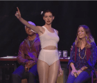 "¿Anne Hathaway cantando ""Wrecking Ball""? ¡Ufff!"