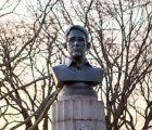 Policías de NY retiran busto de Snowden colocado clandestinamente