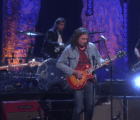 "Escucha ""Red Eyes"" tocada en vivo por The War On Drugs"