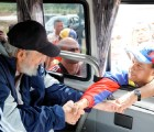 Reaparece Fidel Castro con venezolanos en La Habana