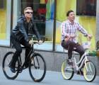 Bono se burla de su caída en bicicleta