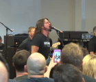 Mini documental de los Foo Fighters y su presentación en el RSD