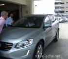 #EpicFail Auto que se estaciona solo, atropella a dos personas